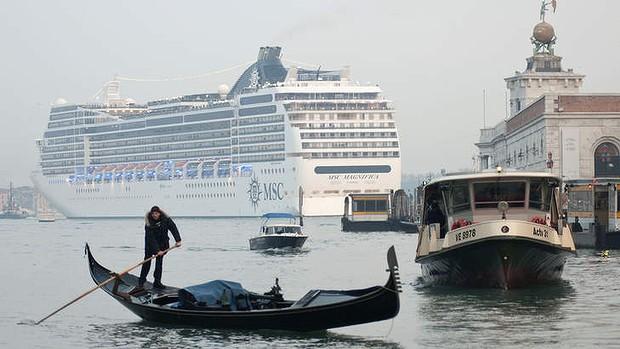 art-Venice-Cruise-Ship-20130115111058720936-620x349